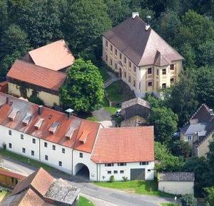 Luftaufnahme von Schloss Hardeck